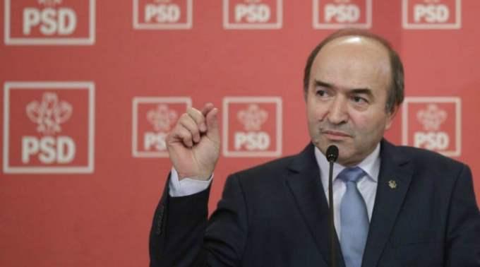 """Vlad Voiculescu: """"Tudorel Toader ...În ultimii 30 de ani, nu știu dacă a fost vreun român implicat direct sau indirect in atâtea crime așa cum este acest individ, ajuns în funcția de ministru în guvernul infractorilor....Domnul rector, domnul profesor doctor, domnul fost judecător al CCR Tudorel Toader nu este însă doar un personaj antipatic. Tudorel Toader este..."""" 1"""