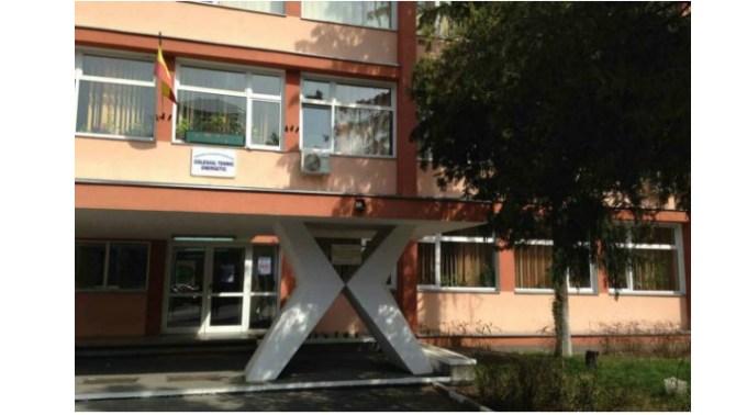 Primul liceu închis din România, suspiciune de coronavirus. O elevă întoarsă din Italia ar putea fi infectată cu Covid-19. Se simte rău 1