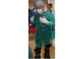 România în luptă cu coronavirus: Medici cu saci de gunoi în picioare, pe post de echipament de protecție 28