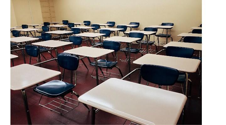 """Îți lași copiii la școală? Andrei Caramitru: """"Acum va fi mai rău. Intram in Septembrie cu peste 1000 de cazuri pe zi, cu ATI in prag de colaps dacă nu deja depășit total...unii o sa zică ca scoala e esențială. Nu este. Scoala o poți face mai încolo. Poți pierde un an. O poți recupera"""" 2"""