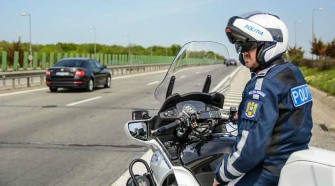 """Politia Romana: """"Ce înseamnă urgența pe autostradă și când se poate circula sau staționa pe banda de urgență? Pentru început ..."""" 1"""