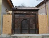 traditional-romanian-door-schei