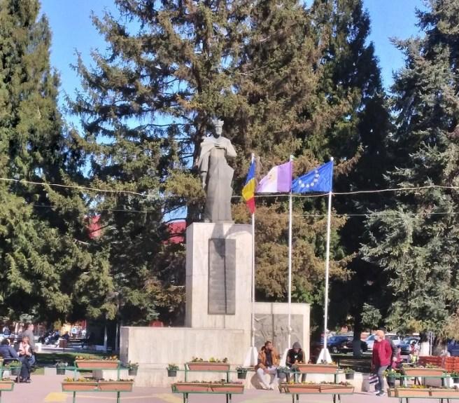 Statuia Voievodului Roman Mușat