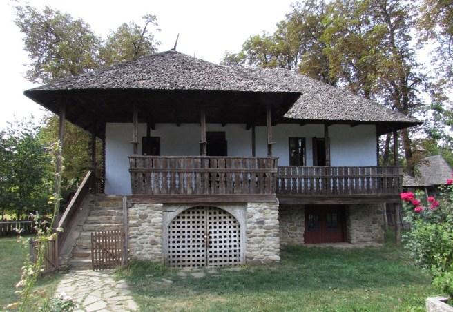 """Gospodăria Chiojdu Mic, Buzău, secolul al XVIII-lea (Muzeul Național al Satului """"Dimitrie Gusti"""" - București)"""