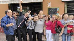 Povestea unei familii de români care a câştigat 400.000 la Loteria Crăciunului