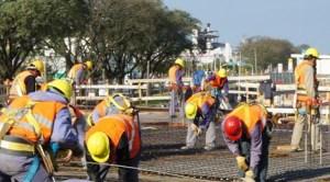 Lovitură sub centură dată românilor din Spania: Guvernul Rajoy prelungeşte restricţiile pe piaţa muncii pentru cetăţenii români