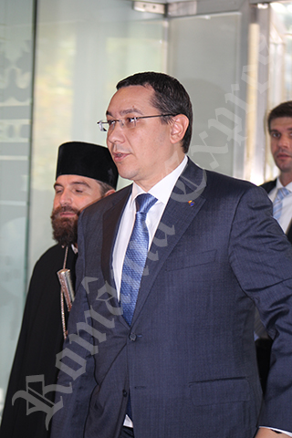 Victor Ponta la intrarea în sală