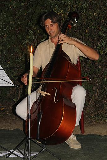 Virgil Popa pe o scenă improvizată într-un sat din Castilia-La Mancha