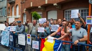 Românii din Belgia au protestat în faţa Ambasadei României de la Bruxelles împotriva recentelor evenimente și decizii politice din România