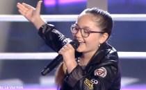"""Jenyfer Paşca, românca de doar zece ani de la Vocea Spaniei Junior (La Voz Kids) a reuşit  să treacă de faza """"bătăliilor"""""""