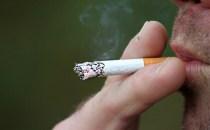 Eşti fumător? Ai cu 40% mai puţine şanse de a supravieţui acestei afecţiuni!