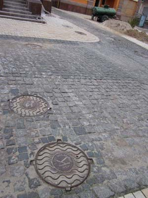 manholes in Vozdvizhenka district, Kyiv