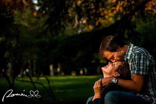 fotos-de-parejas-en-el-retiro