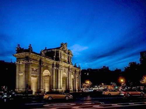 fotografos de bodas en Madrid_ Puerta de Alcalá