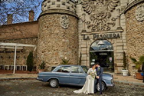 Fachada principal de la finca de bodas La Pesquera en Madrid