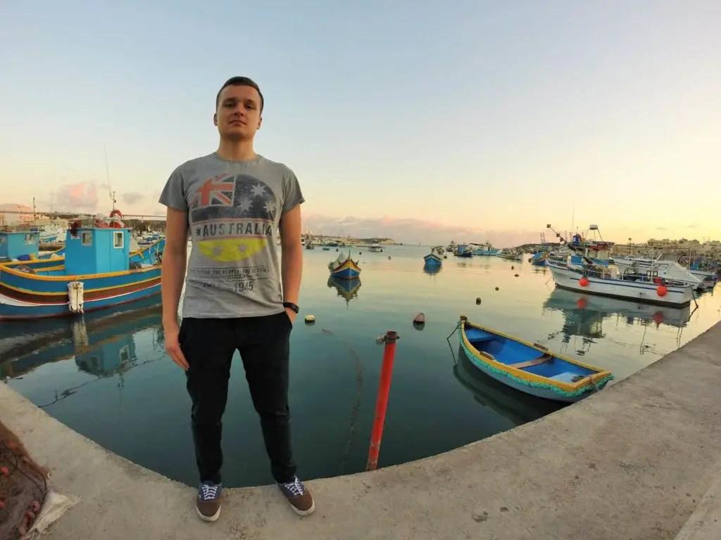 Цветные лодочки и закат на Мальте