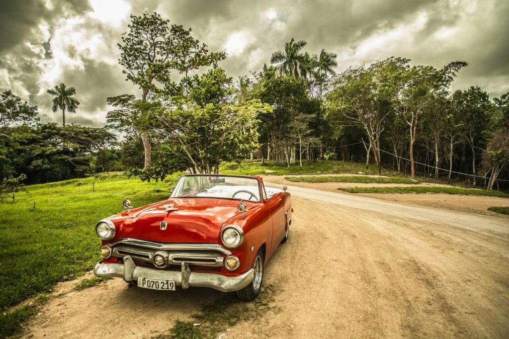 Car and palms in Cuba, reasons to travel