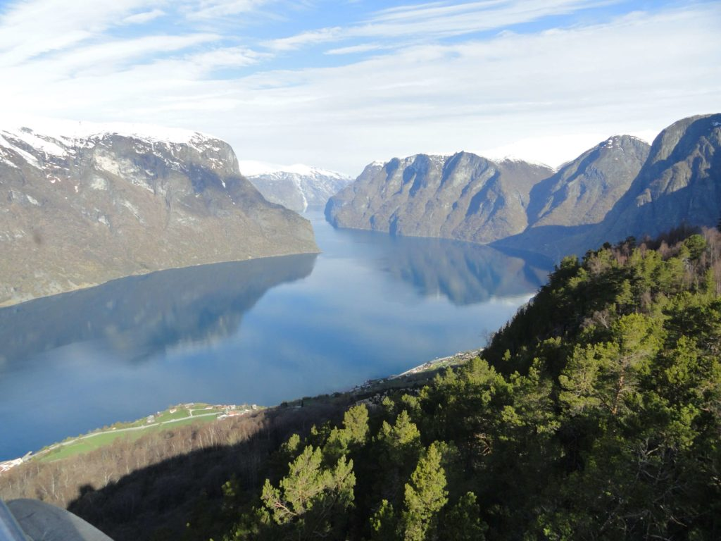 https://i2.wp.com/romanroams.com/wp-content/uploads/2017/06/norway_fjords_panoramic_view.jpg?resize=1024%2C768&ssl=1