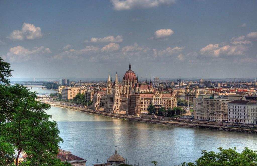Парламент в Будапеште на реке