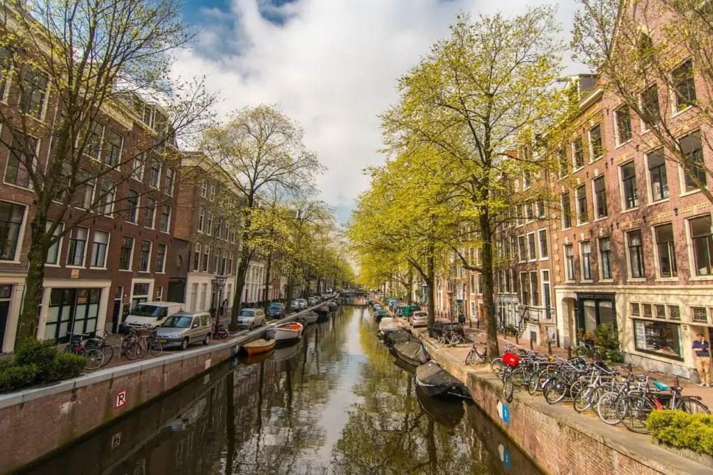 Канал в Амстердаме летом 2017