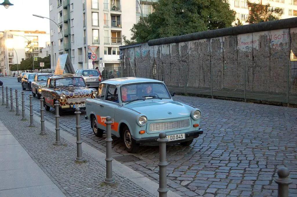 Трабанты и Берлинская стена