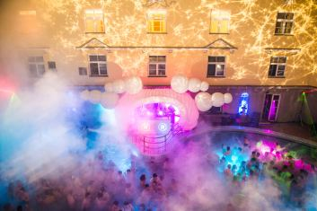 Термальные купальни Лукача в Будапеште, вечеринка в бассейне