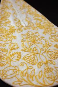 Embroidered pocket in yellow.