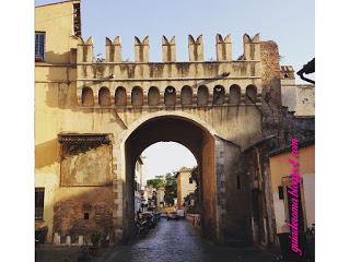 Porta Settimiana a Trastevere era una porta delle mura Aureliane.