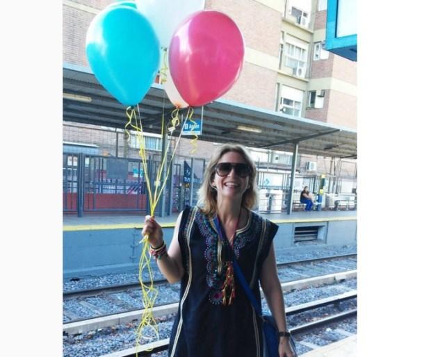 Mechi y sus globos de colores! - Foto Vero Mariani