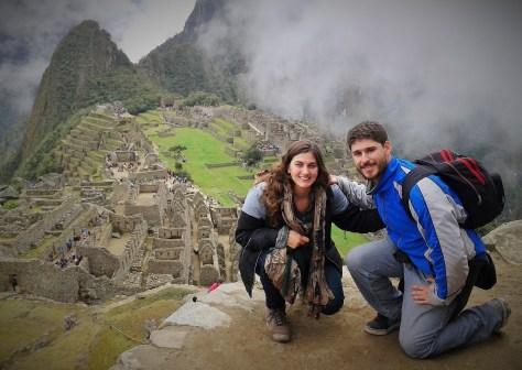 David y Rominita en Machupichu, Perú, Agosto 2014 - viajarcaminando.org