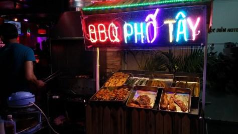 BBQ Puesto de comida callejero, Calle Bui Vien, Ho Chi Minh, Vietnam, viaje 2015