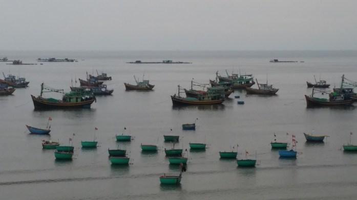 Barcos en pueblo pesquero, Mui Ne, Vietnam, 2015