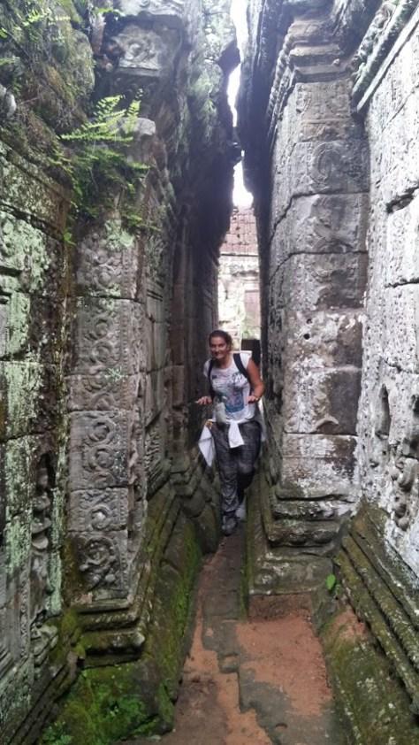 Jugando a ser Indiana Jones en Templo Prah Khan, Camboya, Octubre 2015