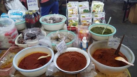 Curry en el mercado de Chiang Mai, Tailandia, 2015