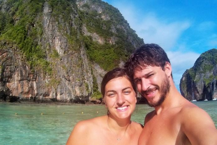 David y Rominita en la Playa de Maya Bay, KLo Phi Phi Leh, Krabi, Tailandia, 2015