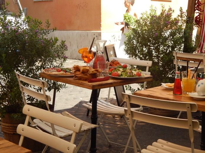 Mesa del Restaurante Grazie and Graciella, Trastevere, Roma, 2013 | rominitaviajera