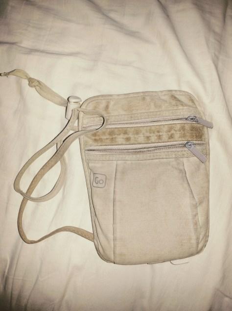 Bolso pequeño de tela porta pasaporte y dinero