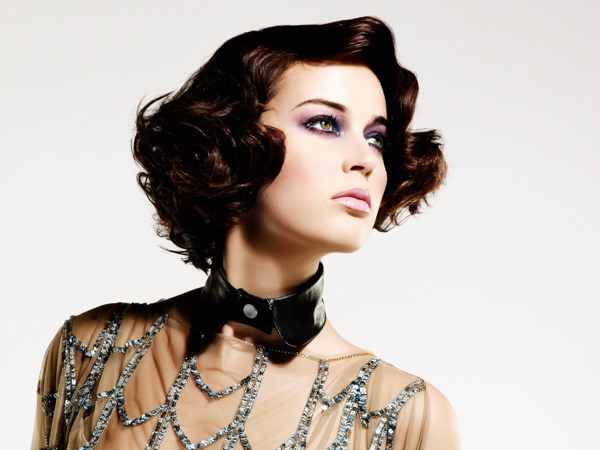 The Best Short Haircut With Curls And Waves Draped Around The Face Pictures