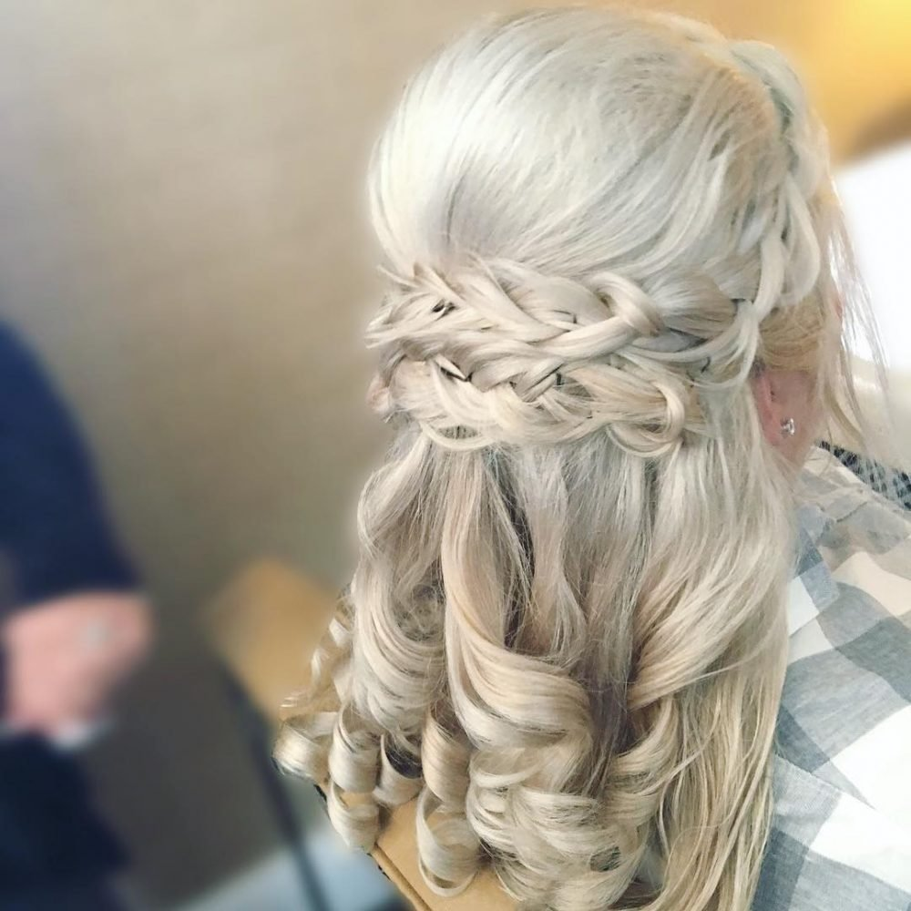 The Best Mother Of The Bride Hairstyles 26 Elegant Looks For 2019 Pictures