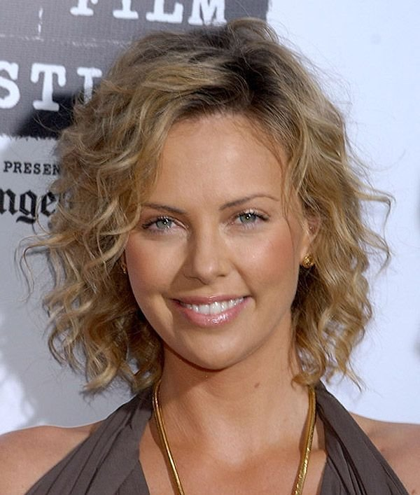 The Best How To Make Fine Curly Hair Look More Polished Charlize Theron Hairstyles Curly Hair Styles Pictures