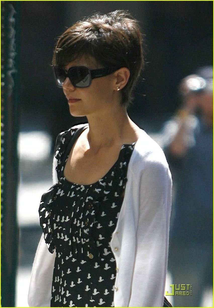 The Best Katie Holmes Pixie I Love It Hair Do In 2019 Pictures