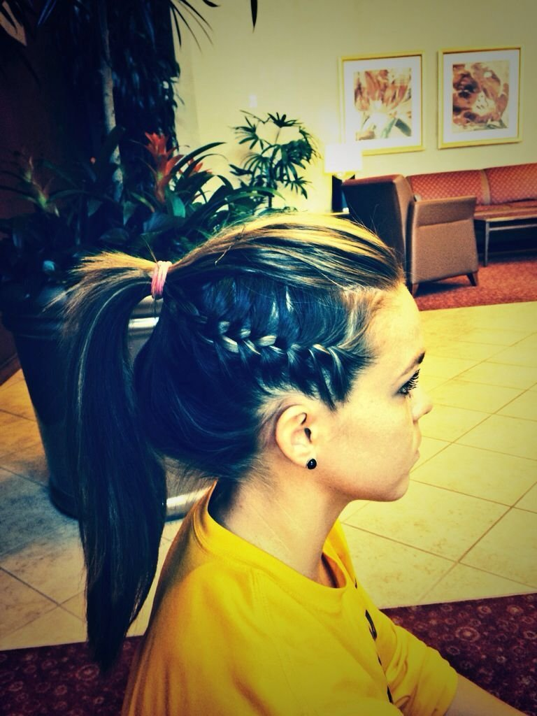 The Best I Ve Seen Athletes Do This Cool Braid It Is Simple Yet Pulls Hair Back Nice And Tight How Pictures