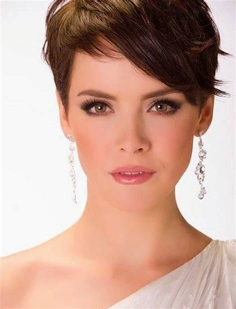 The Best Short Hairstyles For Thick Hair And Oval Face 04 Pictures