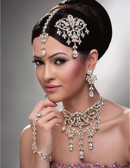 The Best 27 Indian Wedding Hairstyles For An Ultimate Traditional Pictures