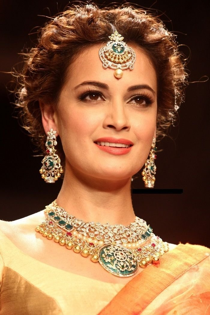 The Best Traditional Indian Wedding Hairstyles 24 Indian Makeup Pictures