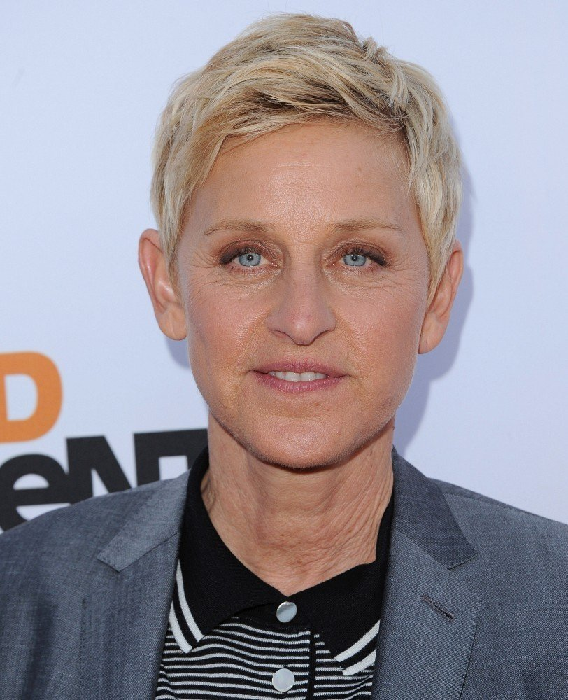 The Best Ellen Degeneres S Short Stylish Hairstyles Hairstylo Pictures