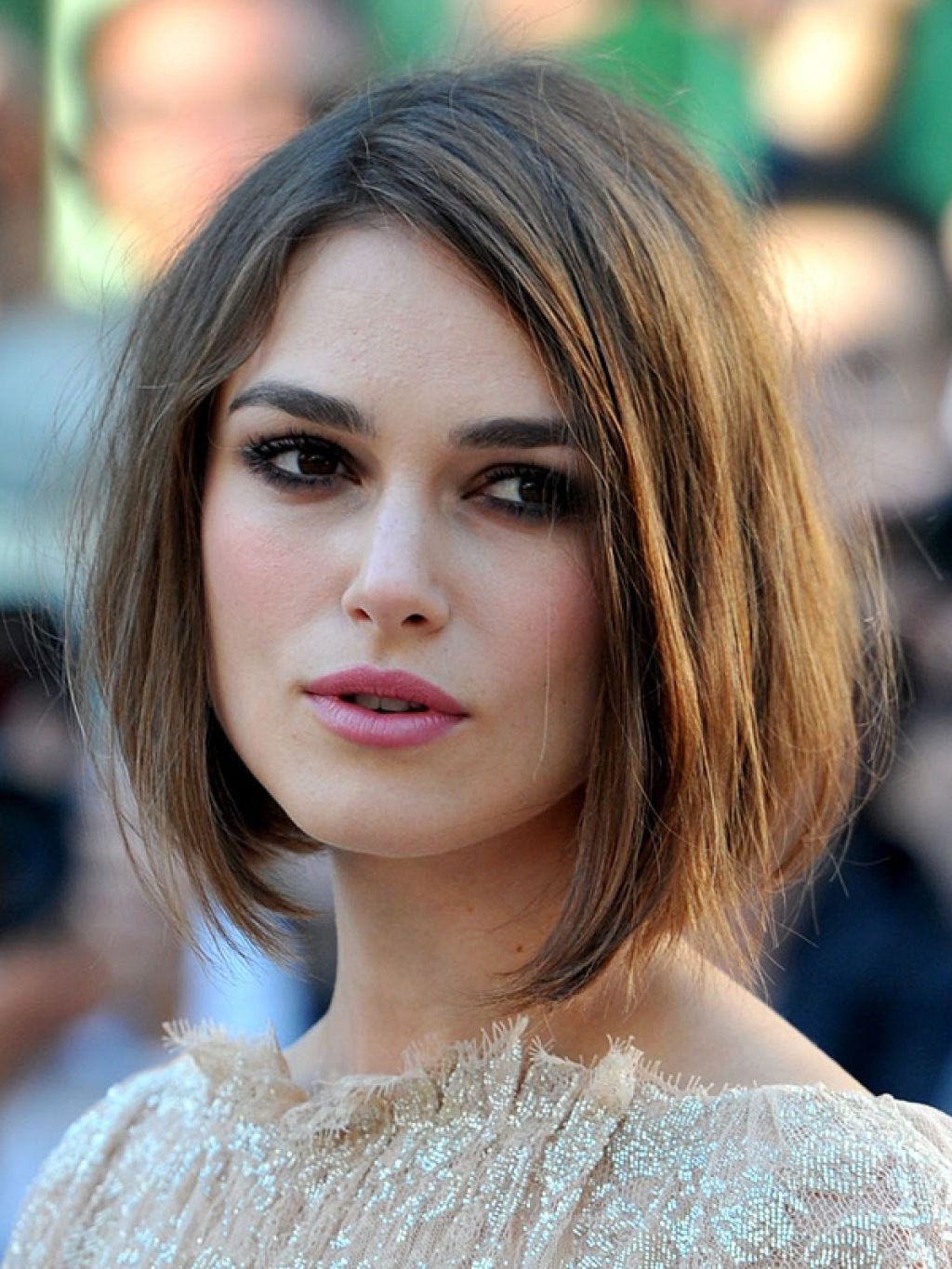 The Best Pictures Of Medium Length Bob Hairstyles Hairstyle For Pictures