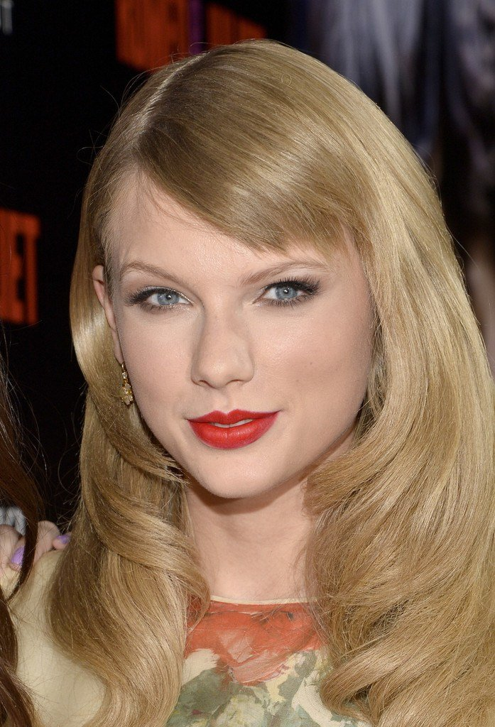 The Best Taylor Swift's New Side Swept Bangs Pictures