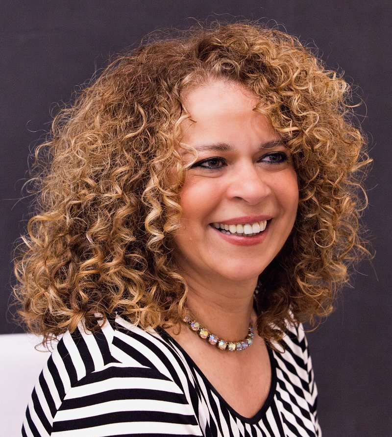 The Best Cute Curly Hairstyles For Women Over 50 – Fabulous After 40 Pictures