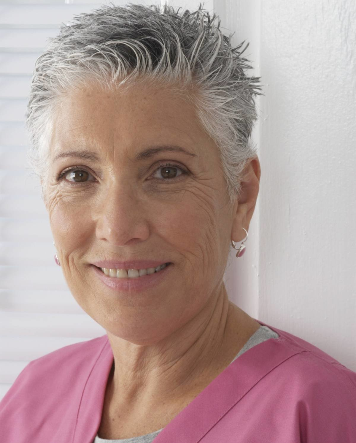 The Best Very Short Hairstyles For Older Women To Keep You Young At Pictures
